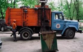 Copil de 13 ani, ucis după ce tomberonul în care dormea a fost golit într-un camion de gunoi