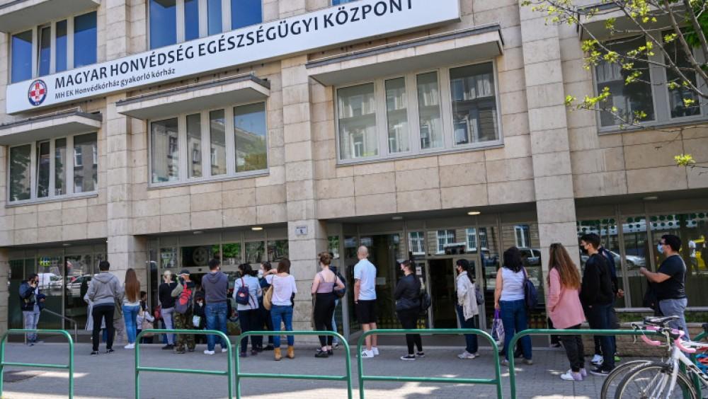 Ungaria a vaccinat aproape 50% din populație și începe vaccinarea cetățenilor străini