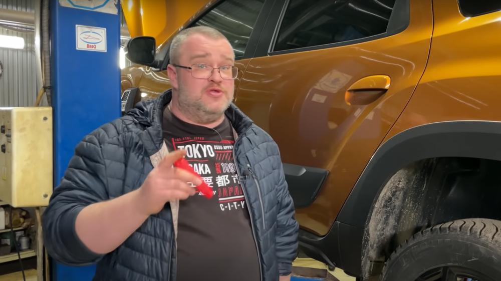 """Dacia Duster criticată de un vlogger rus: """"Decizii țigănești. Nu putem să nu remarcăm școala românească"""""""